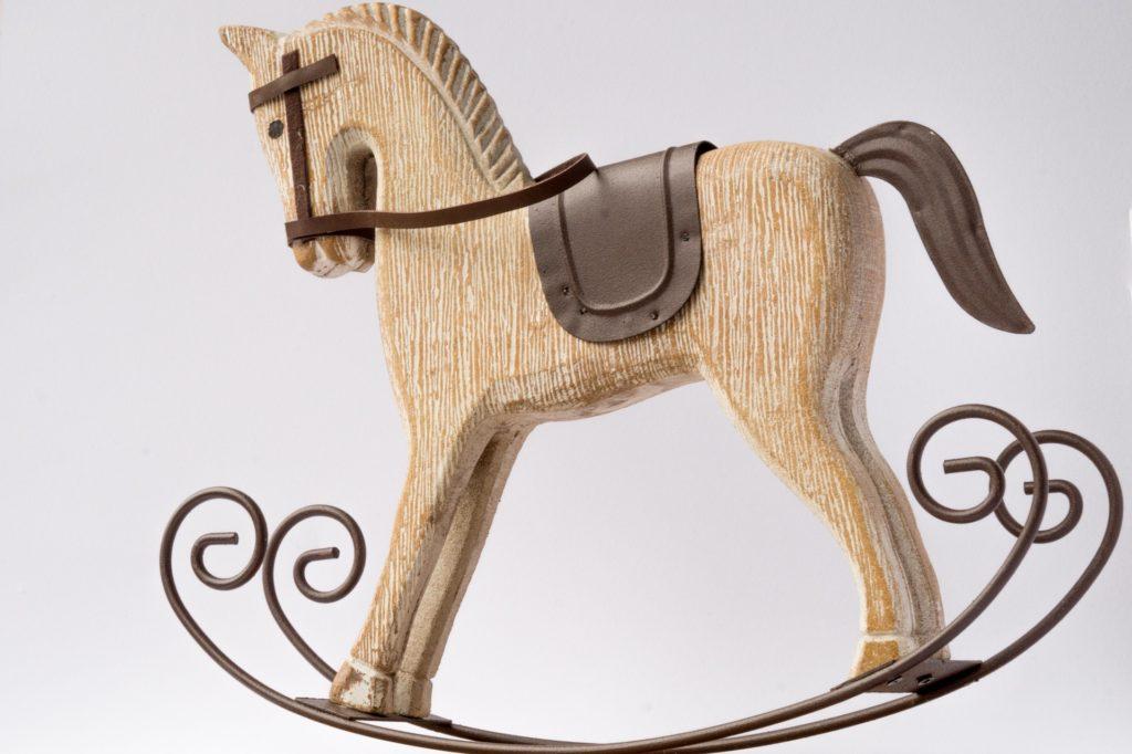 La notte dei giocattoli parlanti - Chiara Lico - Cavallo a dondolo